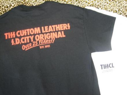 TISS CUSTOM LEATHERS 25TH ANNIVERSARY S/S T-SHIRT(BLACK)(即納品)